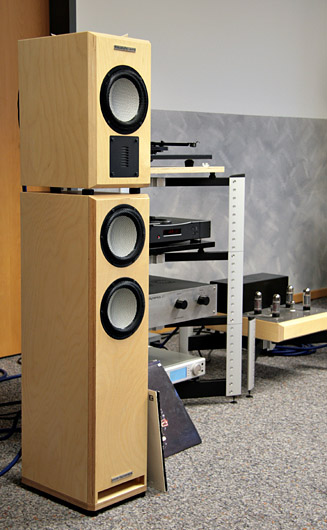 hifi music world 2009 pure dynamics frank. Black Bedroom Furniture Sets. Home Design Ideas